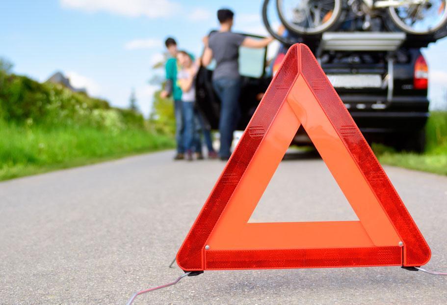Unfall, Auto, Autobahn, Panne, ADAC, prüfen, Licht, Bremsen, Öl, Motorraum, Versicherung; Ausland, Reise