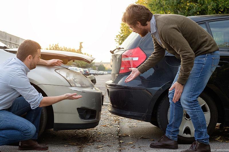 Diskussion über einen Autounfall